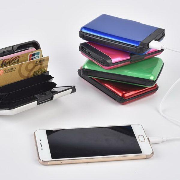 Паричник и полнач за мобилен телефон 2 во 1